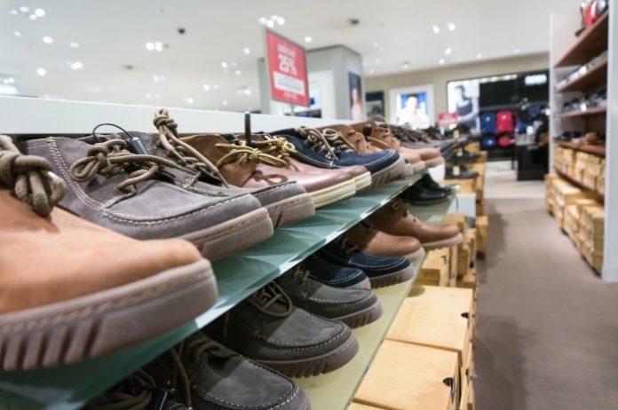 Sklep z butami online czy lokalny sprzedawca obuwia