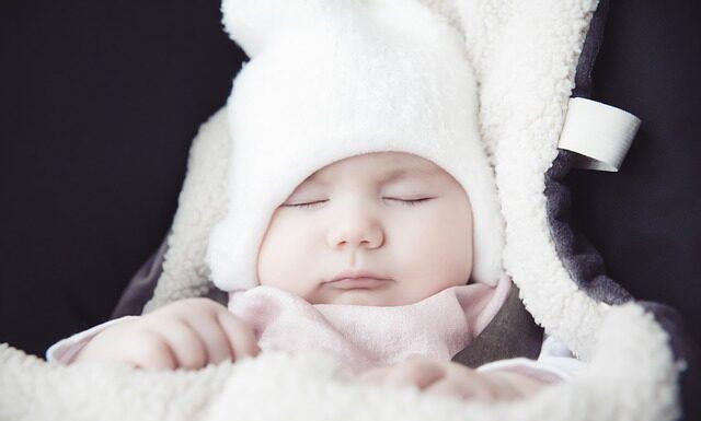 czapka i rękawiczki dla niemowlaka, czy trzeba kupić?